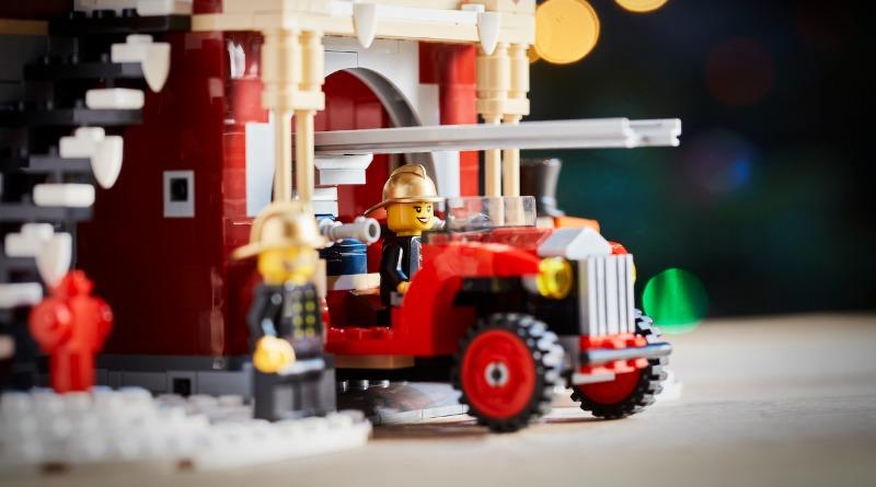 10263 Winter Village Fire Station Featured