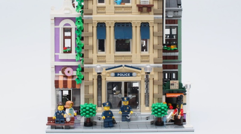 10278 Police Station Featured 2