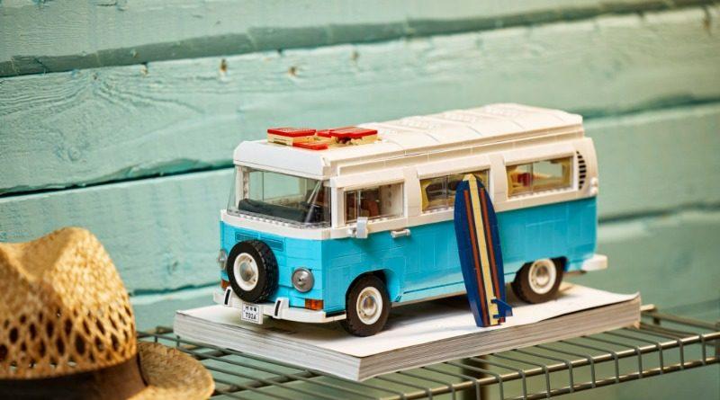 10279 Volkswagen T2 Camper Van