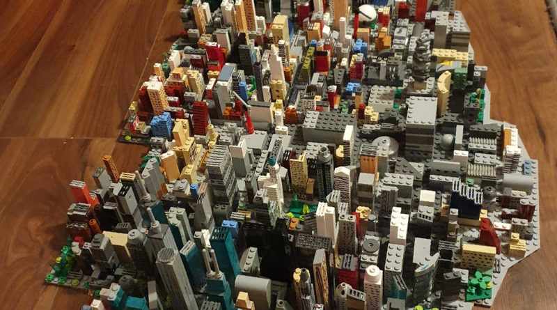 14 Year Old Makes A LEGO Manhattan 800x445