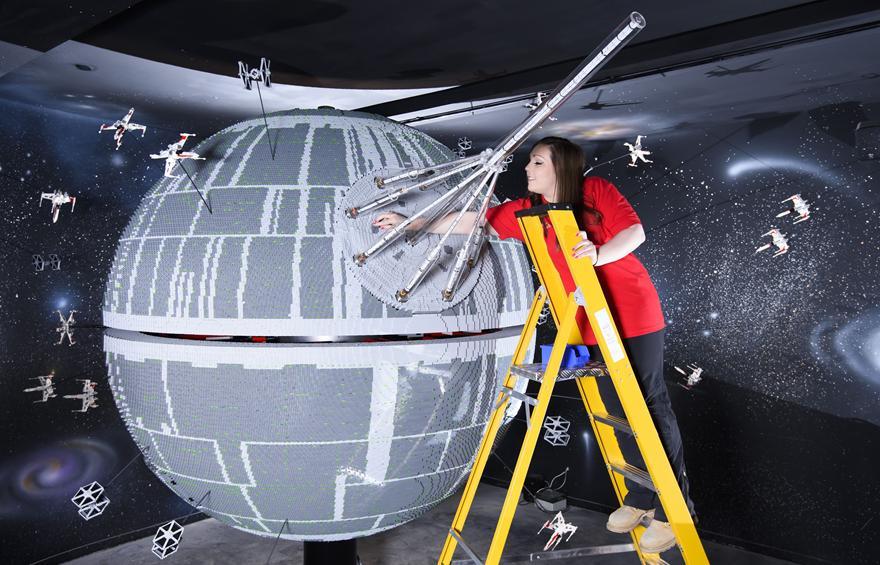 6 One Of The Worlds Biggest Ever LEGO Star Wars Models Installed At The LEGOLAND Windsor Resort