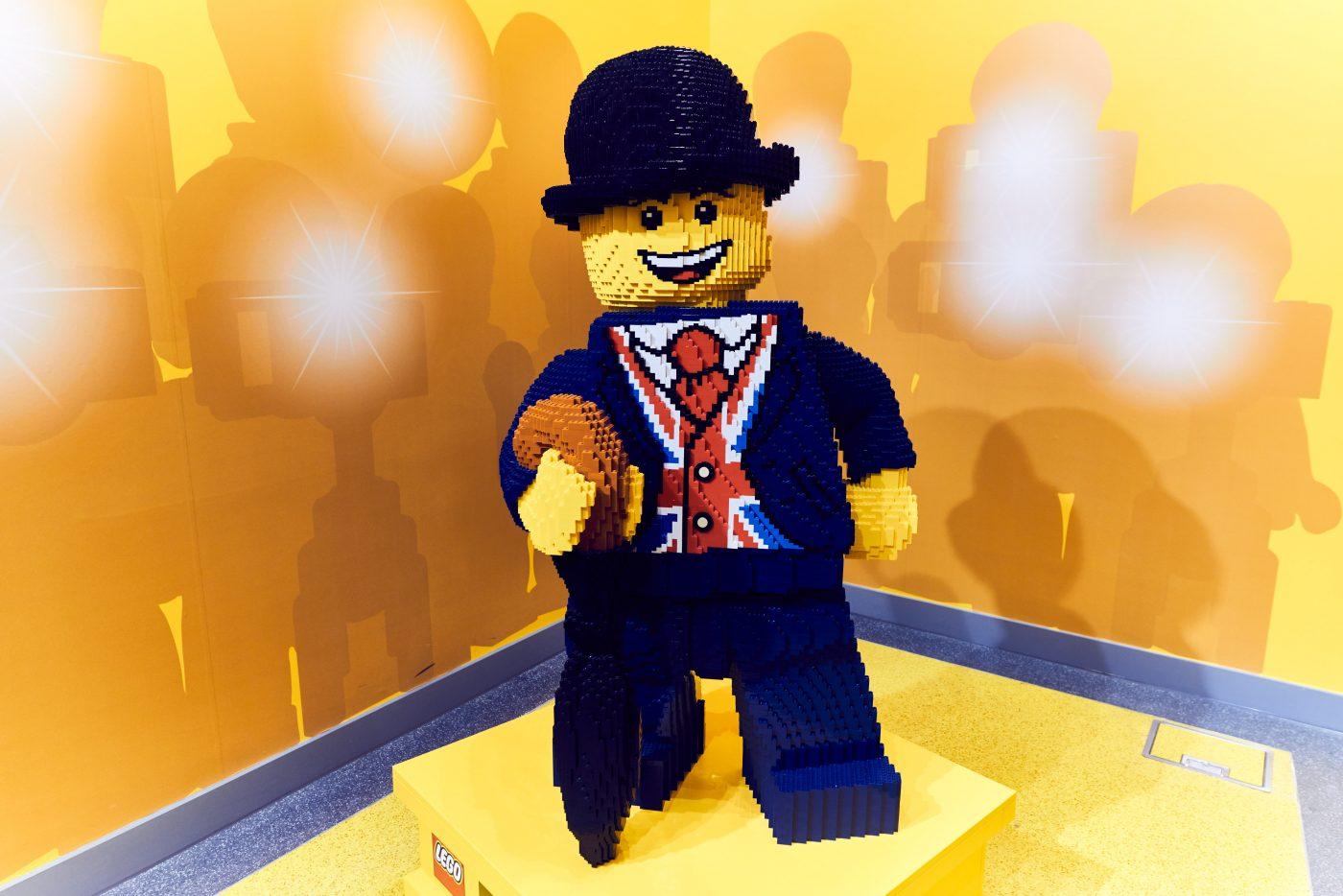 Lester LEGO Store London EMBARGO 17.11.16 Copyright LEGO