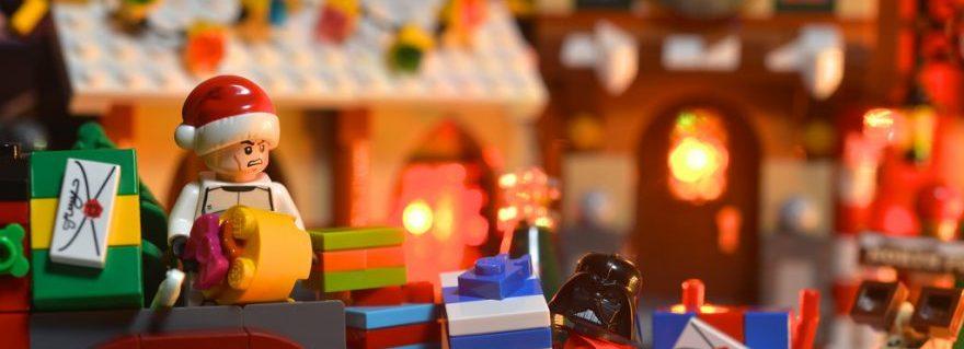 LEGO Darth Presents E1481292350611