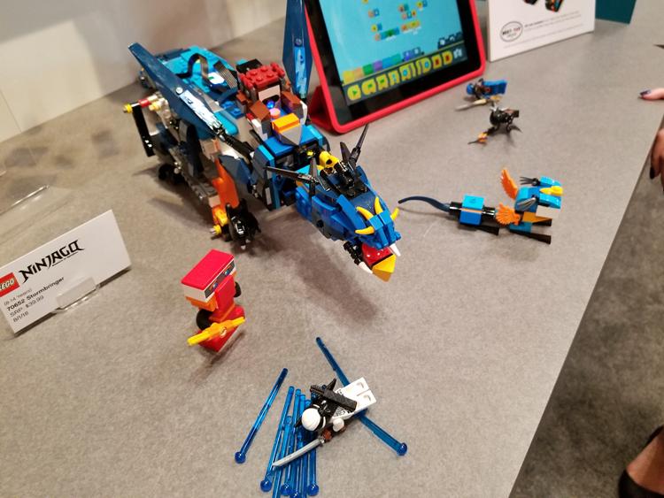 LEGO_NINJAGO_70652_Stormbringer_2