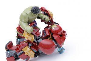 LEGO_Marvel_Super_Heroes_76104_The_Hulkbuster_Smash-Up_76031_The_Hulk_Buster_Smash_comparison_gallery19