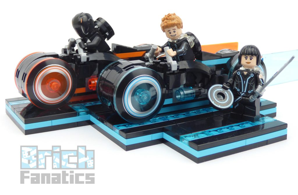 LEGO_Ideas_21314_TRON_Legacy_build-5