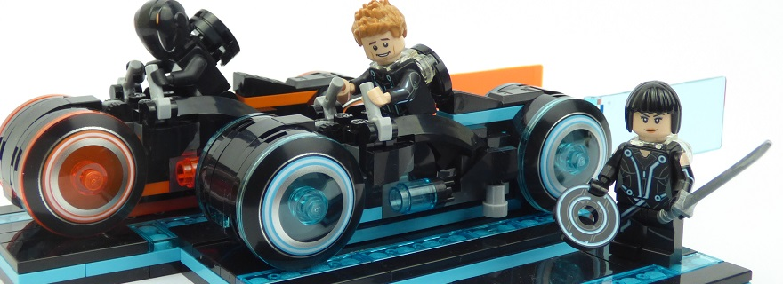 LEGO_Ideas_21314_TRON_Legacy_build_featured