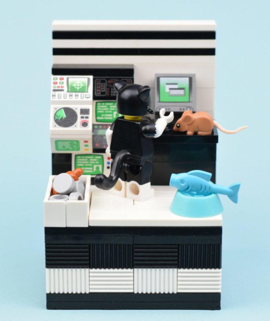Lego Collectible Minifigures Series 18 Vignettes Cat