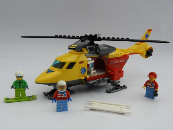 LEGO City 60179 Ambulance Helicopter 8 600x450
