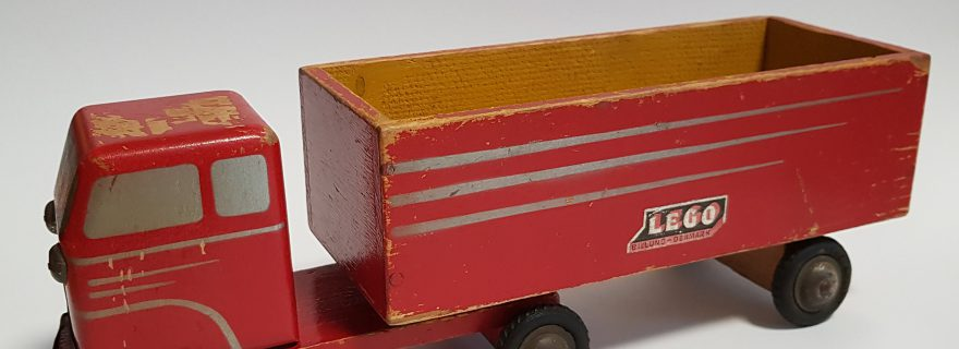 Brick_Pic_Wooden_Truck