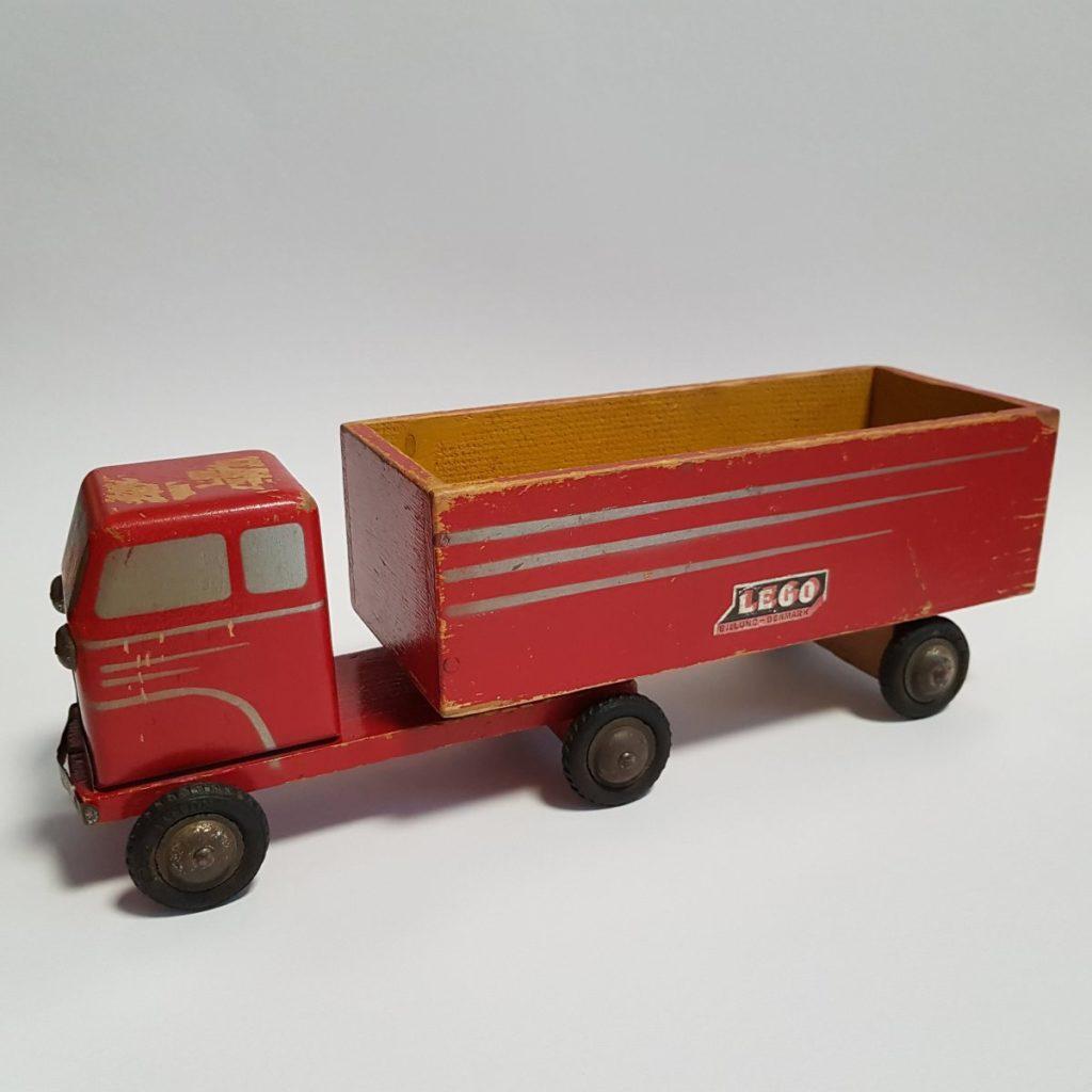Brick Pic Wooden Truck