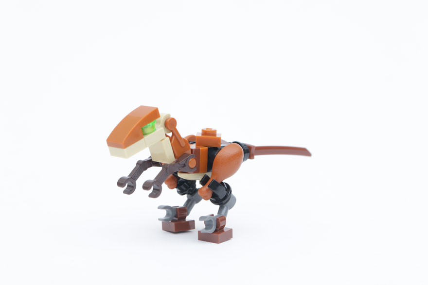 LEGO_Jurassic_World_Fallen_Kingdom_Velociraptor_Build_main