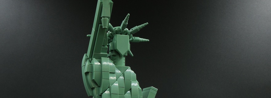 LEGO 21042 Statue of Liberty featured