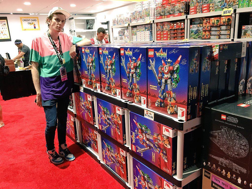 LEGO Ideas Voltron Comic Con Signed 1024x768