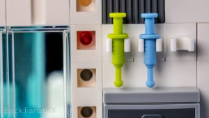LEGO Star Wars 75203 Hoth Medical Chamber 17 300x169