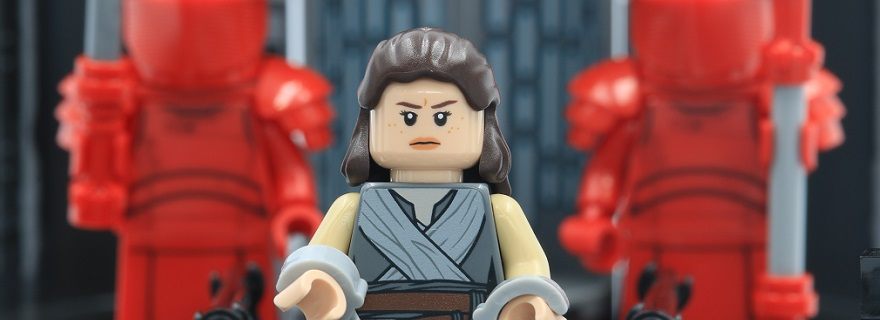 LEGO Star Wars 75216 Snokes Throne Room featured