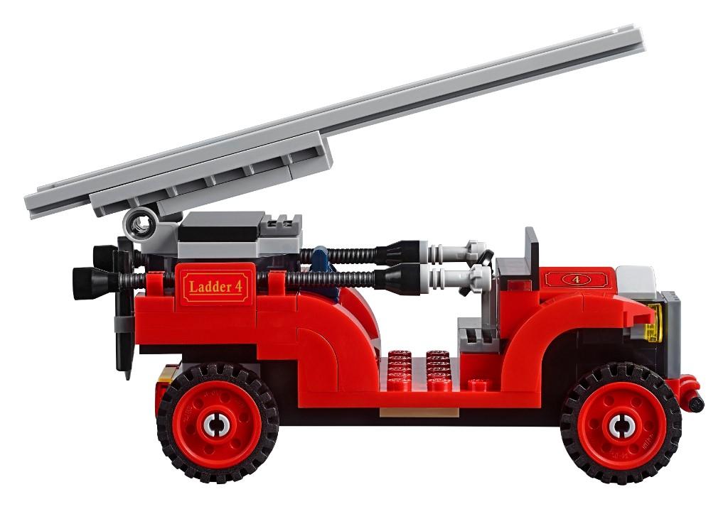 LEGO Creator Expert 10263 Winter Village Fire Station 4