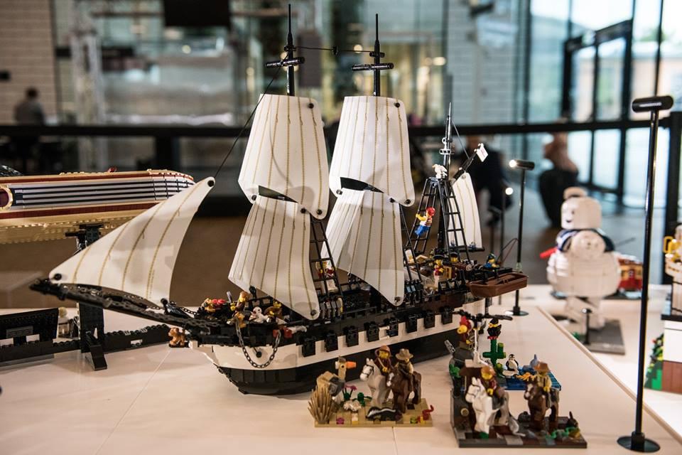 LEGO Ideas Display 8