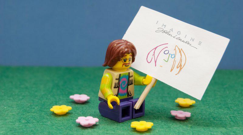 LEGO John Lennon 800x445