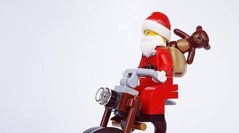 Brick Pic Santa Cycle Featured 800 445 799x445