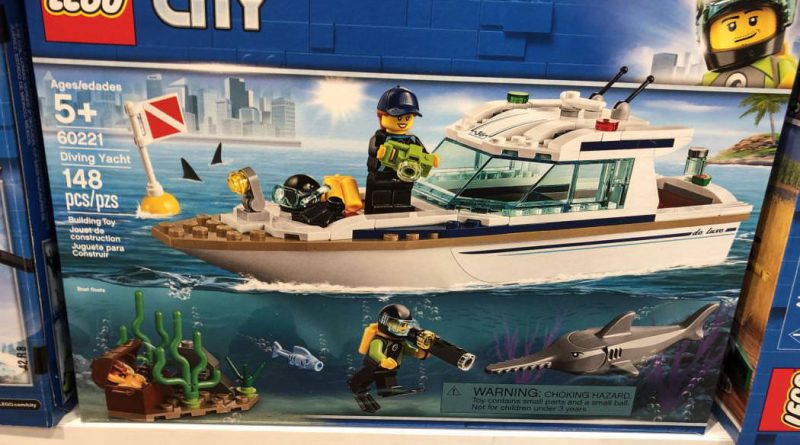 LEGO City 60221 Diving Yacht 800x445