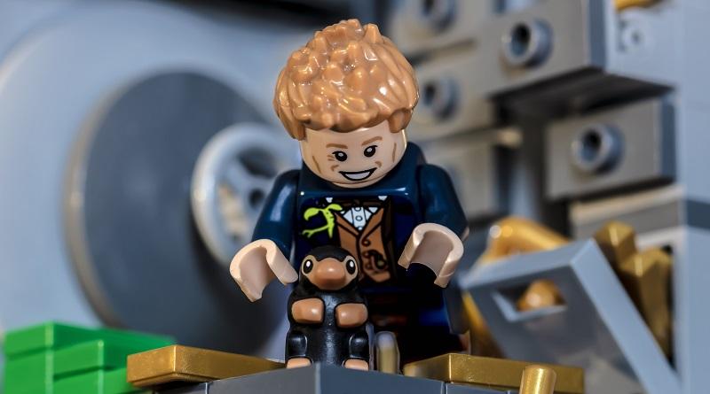 LEGO Harry Potter Newt Scamander Featured 800 445