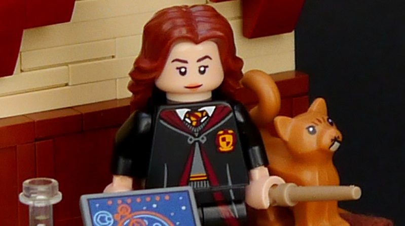 LEGO Harry Potter Vignette Hermione Featured 800 445 799x445