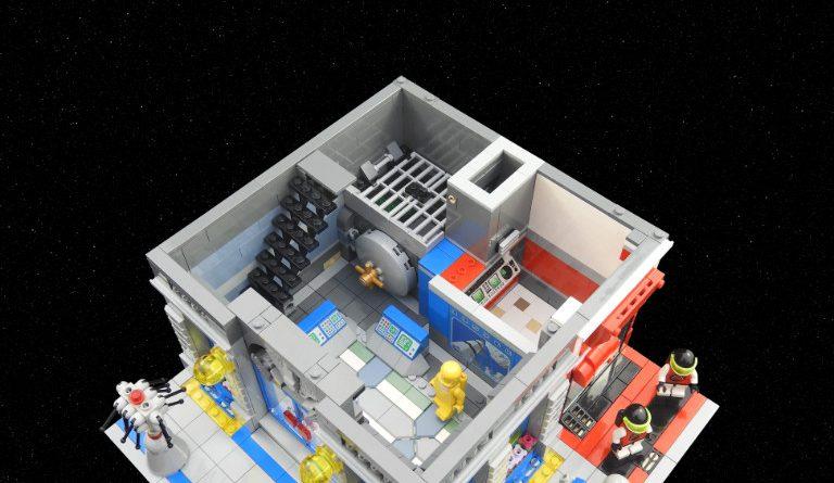 LEGO Space Brick Bank 4 768x445