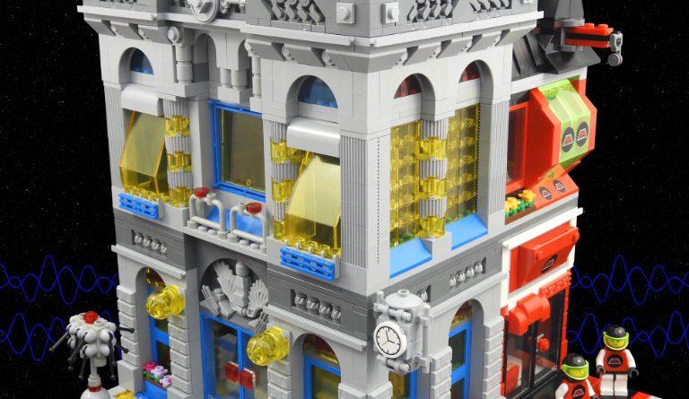 LEGO Space Brick Bank 7 768x445