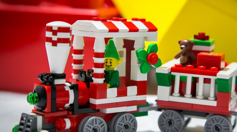 Brick Pic of the Day: Emerald Elf Express