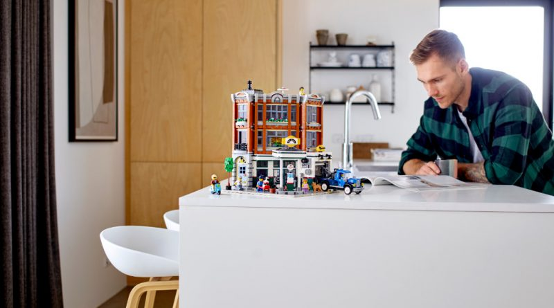 LEGO Creator Expert 10264 Corner Garage 13 800x445