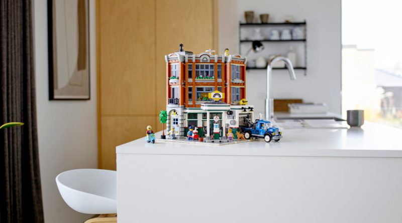 LEGO Creator Expert 10264 Corner Garage 14 800x445