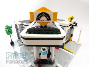 LEGO Creator Expert 10264 Corner Garage 27 1 300x225