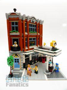LEGO Creator Expert 10264 Corner Garage 4 1 225x300