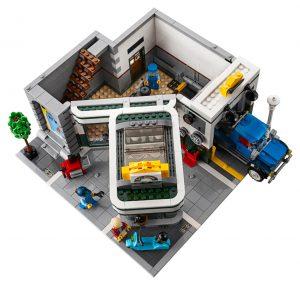 LEGO Creator Expert 10264 Corner Garage 40 300x285
