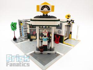 LEGO Creator Expert 10264 Corner Garage 8 1 300x225