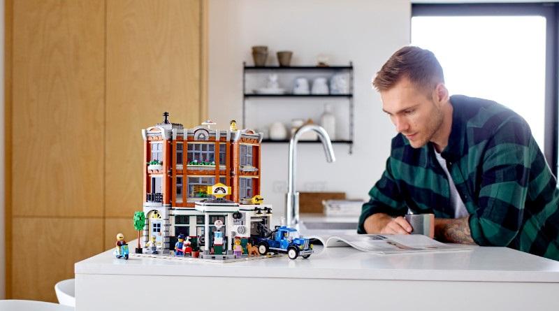 LEGO Creator Expert 10264 Corner Garage Featured 800 445 2