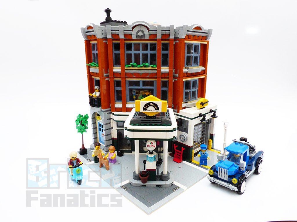 LEGO Creator Expert 10264 Corner Garage Main 1024x768