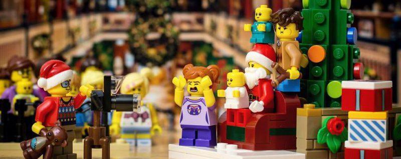 LEGO Santa Mall E1543868501631 800x319