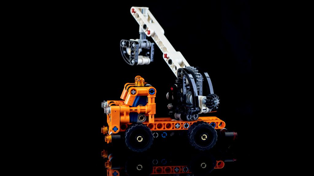 LEGO Technic 42088 Cherry Picker 5 1024x576