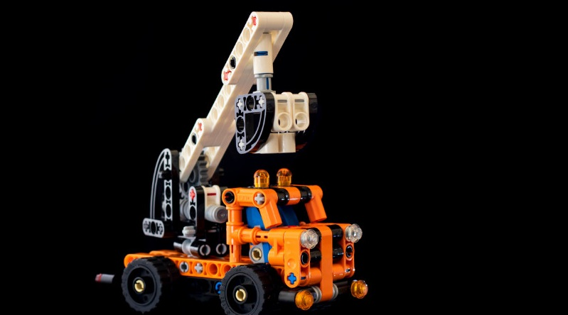 LEGO Technic 42088 Cherry Picker Featured 800 445