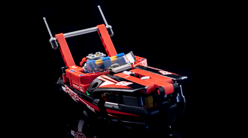 LEGO Technic 42089 Power Boat Featured 800 445