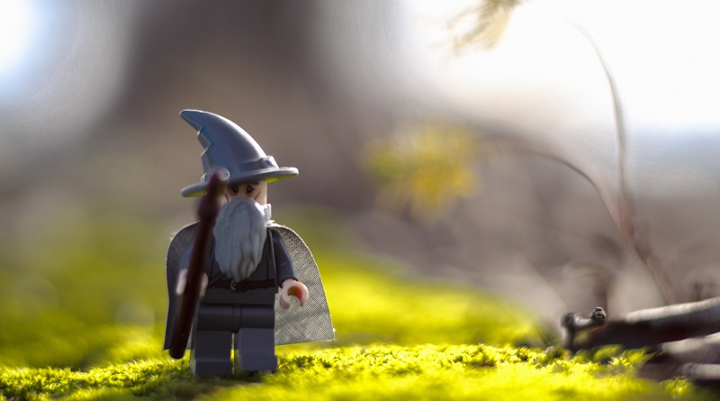 Brick Pic Stroll Gandalf featured 800 445
