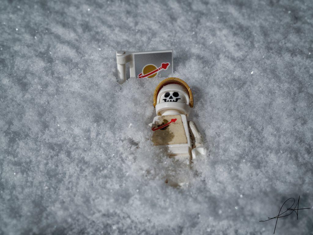 Brick Pic Snow Spaceman 1024x768