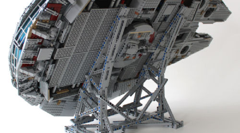 LEGO Star Wars 75192 Millennium Falcon Stand Featured 800 445
