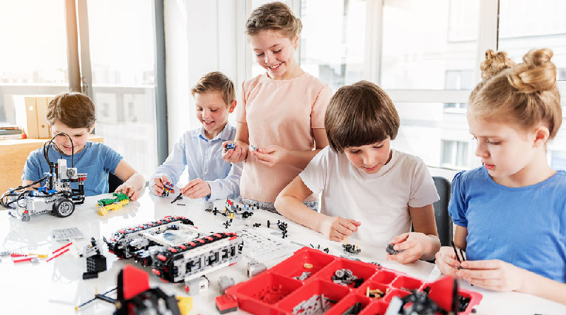 LEGO Year Engineering Featured 800 445