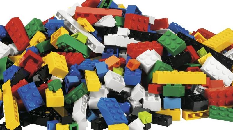 LEGO Bricks Featured 800 445