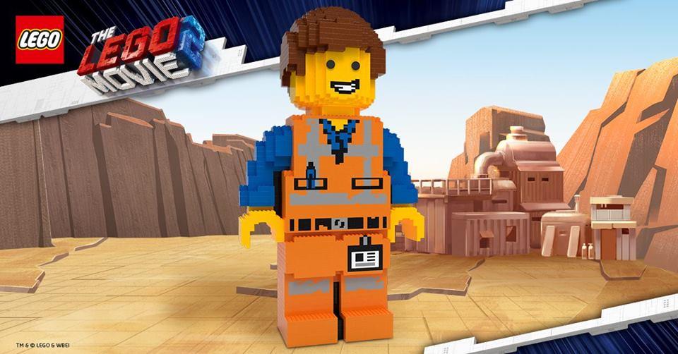 The LEGO Movie 2 Store Emmet Staue
