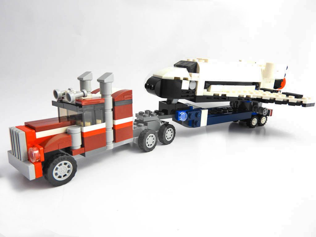 LEGO Creator Expert 31091 Shuttle Transporter 1 of 10