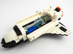 LEGO Creator Expert 31091 Shuttle Transporter 7 of 10